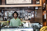 Giovane proprietario di un caffè a Isfahan<br />