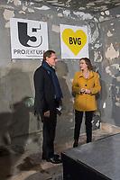"""Tunneldurchbruch am U-Bahnhof Brandenburger Tor<br /> Mit dem Projekt """"Lueckenschluss U5"""" wurde am Mittwoch den 22. Maerz 2017 in Berlin die Linie der U5 mit der Linie U55 verbunden.<br /> Im Beisein vom Regierenden Buergermeister Michael Mueller und der Vorstandsvorsitzenden den Berliner Verkehrsbetriebe (BVG) Sigrid Evelyn Nikutta wurde der ca. 1,7 Kilometer lange Tunnel am U-Bahnhof Brandenburger Tor durchbrochen.<br /> Im Bild vlnr.: Buergermeister Michael Mueller und die BVG-Vorstandsvorsitzende Sigrid Evely Nikutta.<br /> 22.3.2017, Berlin<br /> Copyright: Christian-Ditsch.de<br /> [Inhaltsveraendernde Manipulation des Fotos nur nach ausdruecklicher Genehmigung des Fotografen. Vereinbarungen ueber Abtretung von Persoenlichkeitsrechten/Model Release der abgebildeten Person/Personen liegen nicht vor. NO MODEL RELEASE! Nur fuer Redaktionelle Zwecke. Don't publish without copyright Christian-Ditsch.de, Veroeffentlichung nur mit Fotografennennung, sowie gegen Honorar, MwSt. und Beleg. Konto: I N G - D i B a, IBAN DE58500105175400192269, BIC INGDDEFFXXX, Kontakt: post@christian-ditsch.de<br /> Bei der Bearbeitung der Dateiinformationen darf die Urheberkennzeichnung in den EXIF- und  IPTC-Daten nicht entfernt werden, diese sind in digitalen Medien nach §95c UrhG rechtlich geschuetzt. Der Urhebervermerk wird gemaess §13 UrhG verlangt.]"""