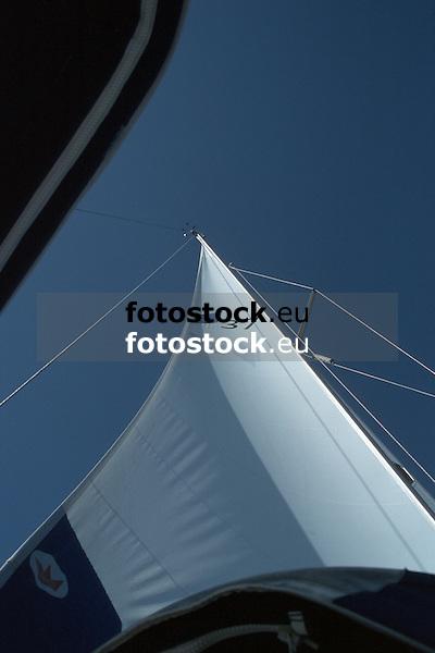 white sail against deep blue sky<br /> <br /> weißes Segel gegen tiefblauen Himmel<br /> <br /> 1870 x 1246 px<br /> Original: 35 mm slide transparency