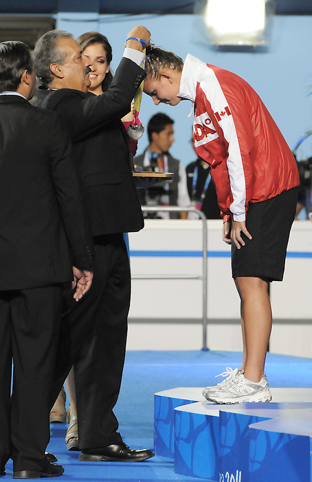 Jana Murphy, Guadalajara 2011 - Para Swimming // Paranatation.<br /> Jana Murphy receives her Silver Medal in the 100m breaststroke S14 // Jana Murphy reçoit sa médaille d'argent au 100 m brasse S14. 11/13/2011.