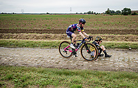 crash: Anna Henderson (GBR/Jumbo-Visma) being narrowly avoided by Tiffany Cromwell (AUS/Canyon SRAM)<br /> <br /> Inaugural Paris-Roubaix Femmes 2021 (1.WWT)<br /> One day race from Denain to Roubaix (FRA)(116.4km)<br /> <br /> ©kramon