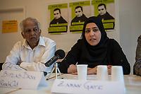 """Pressekonferenz am Montag den 10. Juli 2017 zur Einstellung des Verfahrens gegen Polizisten, welche im September 2016 den irakischen Fluechtling Hussam Fadl Hussein bei einem Polizeieinsatz auf dem Gelaende einer Fluechtlingsunterkunft.<br /> Der 29 jaehrige Familienvater und Polizist wurde am 27.9.2016 in einer Berliner Fluechtlingsunterkunft von drei Polizisten von hinten erschossen, als er versucht haben soll sich einem festgenommenen Mann zu naehern, der seine Tochter missbraucht haben soll. Die Polizei hatte behauptet in Notwehr gehandelt zu haben, da Hussam Fadl Hussein angeblich mit einem Messer bewaffnet gewesen sein soll. Augenzeugen sagten jedoch aus, dass Hussam Fadl Hussein nicht bewaffnet gewesen sei und kein Messer gehabt habe.<br /> Die Staatsanwaltschaft hat das Ermittlungsverfahren Ende Mai 2017 mit dem Verweis auf Notwehr der Beamten eingestellt.<br /> Die Initiativen """"Reach Out"""", """"Kampagne fuer Opfer rassistischer Polizeigewalt (KOP)"""", der Fluechtlingsrat Berlin und Haman Gate (Ehefrau des Erschossenen) fordern die Wiederaufnahme der Emittlungen, eine Anklageerhebung der Staatsanwaltschaft und ein Strafverfahren gegen die Polizeibeamten, die auf Hussam Fadl geschossen haben und die sofortige Suspendierung der beschuldigten Polizisten. Um diese Forderung zu Unterstuetzen wird es am 10. Juli 2017 vor dem Polizeipraesidium geben.<br /> Im Bild vlnr.: Biplab Basu, ReachOut Berlin; Haman Gate, Ehefau des Erschossenen.<br /> 10.7.2017, Berlin<br /> Copyright: Christian-Ditsch.de<br /> [Inhaltsveraendernde Manipulation des Fotos nur nach ausdruecklicher Genehmigung des Fotografen. Vereinbarungen ueber Abtretung von Persoenlichkeitsrechten/Model Release der abgebildeten Person/Personen liegen nicht vor. NO MODEL RELEASE! Nur fuer Redaktionelle Zwecke. Don't publish without copyright Christian-Ditsch.de, Veroeffentlichung nur mit Fotografennennung, sowie gegen Honorar, MwSt. und Beleg. Konto: I N G - D i B a, IBAN DE58500105175400192269, BIC INGDDEFFXXX, K"""