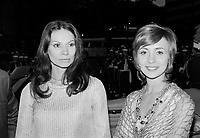 """Premiere du film """"Deux femmes en or"""" au Capitol. <br />  Entre le 1er et le 7 juin 1970 - Monique Mercure et Louise Turcot<br /> <br /> Photographe : Photo Moderne- Agence Quebec Presse"""