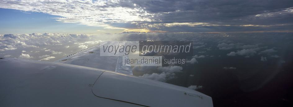 Iles Bahamas /Ile de Long Island: en avion au dessus des Bahamas et de l'océan -Vue aérienne