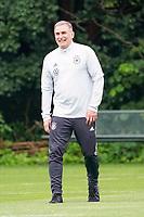 Trainer Stefan Kuntz (Deutschland, Olympiamannschaft) hat Spaß - Frankfurt 13.07.2021: Trainingslager der Deutschen  Olympia-Nationalmannschaft für Tokio 2021