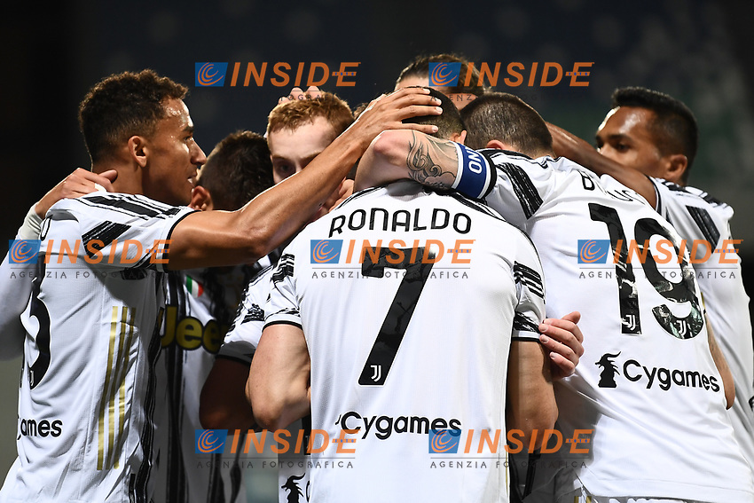 Juventus players celebrate after Paulo Dybala scored the goal of 1-3 during the Serie A football match between US Sassuolo and Juventus FC at Citta del Tricolore stadium in Reggio Emilia (Italy), May 2nd 2021. Photo Image Sport / Insidefoto