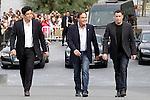 US director Oliver Stone (C) is flanked by Puerto Rican actor Benicio del Toro (L) and US actor John Travolta (R) attend the photocall of 'Savages' during the 60th San Sebastian Donostia International Film Festival - Zinemaldia.September 23,2012.(ALTERPHOTOS/ALFAQUI/Acero)