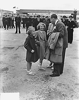 Princesses Irene and Beatrix say goodbye to their father. Prince Bernhard will join the first KLM flight to Canada. Keywords: airline Location: Schiphol; North Holland Date: May 29, 1949