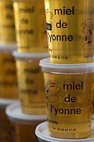Europe/France/ Yonne/Auxerre: Pots de miel de l'Yonne sur le marché