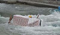 """Best of Pappbootrennen 2013 im Kanupark Markkleeberg anlässlich des Wasserfest 2013 - Team """"Moby Papp"""" . Foto: Norman Rembarz"""