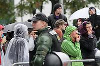 Nazi-Demo in Leipzig am 16.10.2010.Im Bild: Gegendemonstranten mit Trillerpfeife.. Foto: Karoline Maria Keybe , 01577 7729355, karoline@karoline-maria.com, Steuernummer: 231/238/07774..Deutsche Bank, Konto-Nr. 1272228, BLZ 86070024.Keine Umsatzsteuerpflicht nach Kleinunternehmerregelung § 19 Absatz 1 UStG.