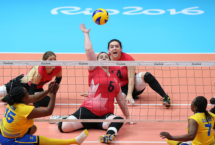 Leanne Muldrew, Rio 2016 - Sitting Volleyball // Volleyball assis.<br /> Canada competes against Rwanda in the Women's Sitting Volleyball Preliminary // Le Canada affronte le Rwanda dans le tournoi préliminaire de volleyball assis féminin. 15/09/2016.