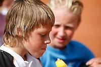 11-8-07, Alphen aan den Rijn, Nationale junior kampioenschappen, De trainingsmaatjes  Tim Blaauwboer(l) en Jelle Sels eten gebroederlijk een ijsje