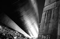 """Milano, il sottomarino Enrico Toti S 506, donato dalla Marina Militare al Museo nazionale della scienza e della tecnologia, durante l'ultima fase del trasporto verso il museo. Nella foto: ultima curva in via Papiniano --- Milan, the """"Enrico Toti S 506"""" submarine, given by the navy to the national science and technology museum, during the last part of its journey to the museum. In the picture: last bend in Papiniano street"""