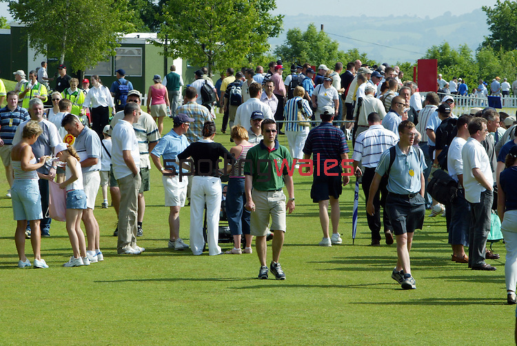 Spectators on the range.Wales Open 2004.Celtic Manor Resort - Wentwood Hills.©Steve Pope.Sportingwales.com.07798 83 00 89.The Manor .Coldra Woods.Newport.South Wales.NP18 1HQ