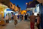 Marokko, Region Marrakesch-Tensift-El Haouz, Essaouira an der Atlantikkueste: Soukh in der Medina (Altstadt) am Abend | Morocco, Region Marrakesh-Tensift-El Haouz, Essaouira at the Atlantic Coast: The souk in the medina at night