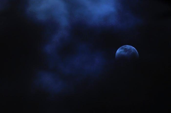 Descendientes del Iridio / eclipse de luna en solsticio, 21 de diciembre de 2010.<br /> <br /> Edición de 25 + 1 P/A | Víctor Santamaría.