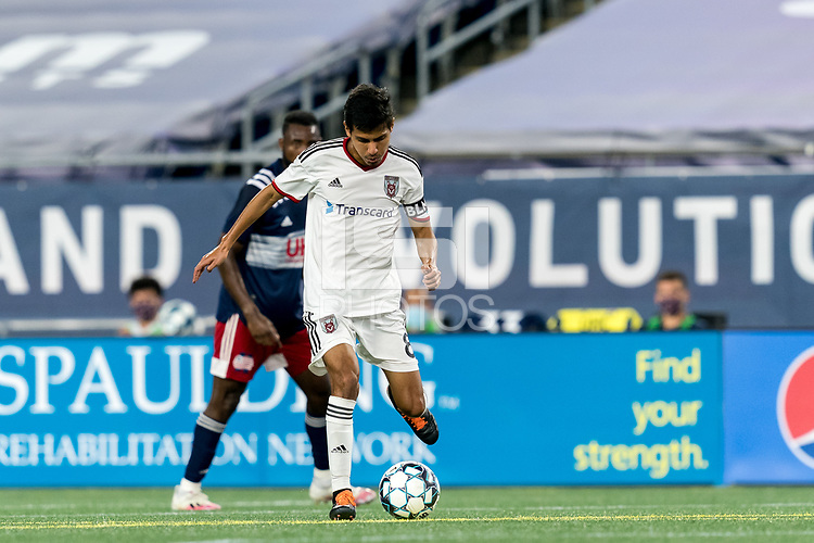 FOXBOROUGH, MA - SEPTEMBER 09: Josue Soto #8 of Chattanooga Red Wolves SC passes the ball during a game between Chattanooga Red Wolves SC and New England Revolution II at Gillette Stadium on September 09, 2020 in Foxborough, Massachusetts.