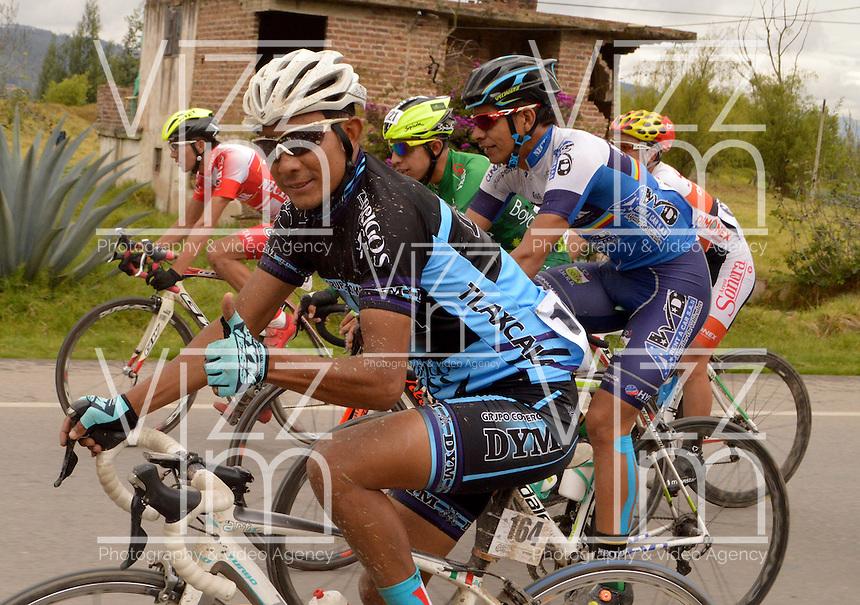 BOYACA - COLOMBIA: 07-09-2016. Alvaro Raul Saiz durante la primera etapa de la 38 versión de la vuelta Ciclista a Boyaca 2016 que se corre entre  Nobsa y Sogamoso. La prueba se corre entre el  7 y el 11 septiembre de 2016./ Alvaro Raul Saiz during the first stage of the Vuelta a Boyaca 2016 that took place between villages of Nobsa and Sogamoso. The race is held between 7 and 11 of September of 2016 . Photo:  VizzorImage/ José Miguel Palencia / Liga Ciclismo de Boyaca