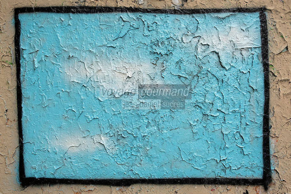Europe/ France/ Paris/75011:  : Rue Saint-Maur : Street Art : Ciel bleu et nuages  //  Europe / France / Paris / 75011:: Rue Saint-Maur: Street Art: Blue sky and clouds