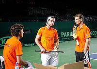 5-4-07, England, Birmingham, Tennis, Daviscup England-Netherlands, Robin Haase, Raemon Sluiter and Captain Jan Siemerink talking tactics
