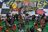 #78: Martin Truex Jr., Furniture Row Racing, Toyota Camry Bass Pro Shops/5-hour ENERGY in victory lane