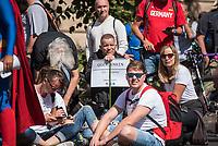 """Am Samstag den 29. August 2020 kamen mehrere tausend  sog. Corona-Querdenker zu einer Demonstration nach Berlin um. An der """"Querdenker-Demonstration beteiligten sich tausende Menschen, darunter Rechte, Rechtsextreme, Hooligans, Esoteriker und Anhaenger der antisemitischen Q-Anon-Sekte.<br /> Da die Demonstrationsteilnehmer sich weigerten die vorgeschriebenen Hygieneregeln einzuhalten, lies die Polizei die Demonstration nicht starten und untersagte sie letztendlich.<br /> 29.8.2020, Berlin<br /> Copyright: Christian-Ditsch.de<br /> NUR FUER REDAKTIONELLE ZWECKE! Werbung nur auf Anfrage beim Fotografen. [Inhaltsveraendernde Manipulation des Fotos nur nach ausdruecklicher Genehmigung des Fotografen. Vereinbarungen ueber Abtretung von Persoenlichkeitsrechten/Model Release der abgebildeten Person/Personen liegen nicht vor. NO MODEL RELEASE! Don't publish without copyright Christian-Ditsch.de, Veroeffentlichung nur mit Fotografennennung, sowie gegen Honorar, MwSt. und Beleg. Konto: I N G - D i B a, IBAN DE58500105175400192269, BIC INGDDEFFXXX, Kontakt: post@christian-ditsch.de<br /> Bei der Bearbeitung der Dateiinformationen darf die Urheberkennzeichnung in den EXIF- und  IPTC-Daten nicht entfernt werden, diese sind in digitalen Medien nach §95c UrhG rechtlich geschuetzt. Der Urhebervermerk wird gemaess §13 UrhG verlangt.]"""
