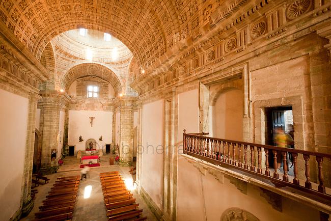 Monfero. Monasterio de Santa María de Monfero - Interior de la iglesia