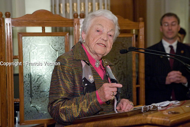 Mississauga mayor Hazel McCallion talks at the Federation of Canadian Municipalities (FCM) congress in Quebec city Saturday May 31, 2008.<br /> <br /> PHOTO :  Francis Vachon - Agence Quebec Presse