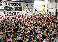 SÃO PAULO,SP,14 DEZEMBRO - 2011 - SANTOS X KASHIWA REYSOL TORCIDA<br /> Torcedores do Santos reunidos na manhã de hoje 14 na quadra da Torcida Jovem na zona leste para assistir o jogo entre Santos X Kashiwa Reysol valido pelo mundilal interclubes no Japão.FOTO ALE VIANNA - NEWS FREE.