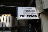 Campinas (SP), 15/07/2020 - Crime-SP - A equipe do Sarc (Setor de Arquivos e Registros Criminais) da 1ª Delegacia Seccional de Campinas encontrou na tarde desta quarta-feira (15), produtos químicos expostos em um barracão onde funcionava uma empresa química, localizado próximo a Rodovia Anhanguera, em Campinas, interior de São Paulo. No espaço que era usado para pratica de airsoft irregularmente, havia 33 containeres de 1 mil Kg, 540 bombas grandes, 12 tambores e 30 frascos de vidro. Todos esses recipientes estavam cheios de produtos químicos. Um porco espinho com coloração devido a quimica foi encontrado morto no local.
