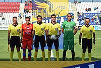 MONTERIA - COLOMBIA, 11-08-2019: Henry Rojas capitán del Pasto, Nicolas Rodriguez, árbitro, Jose Huber Escobar, capitan de Jaguares y los árbitros assitentes previo al partido por la fecha 5 de la Liga Águila II 2019 entre Jaguares de Córdoba F.C. y Deportivo Pasto jugado en el estadio Jaraguay de la ciudad de Montería. / Henry Rojas captain of Pasto, Nicolas Rodriguez, referee, Jose Huber Escobar, captain of Jaguares and assistant referees prior the match for the date 5 as part Aguila League II 2019 between Jaguares de Cordoba F.C. and Deportivo Pasto played at Jaraguay stadium in Monteria city. Photo: VizzorImage / Andres Rios / Cont