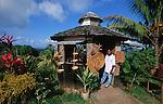 Small souvenir shops in the territory<br /> Petites boutiques de souvenirs en territoire caraibe.
