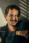 Gianfranco manfredi fotografato nella sua casa di Milano - fine anni 80