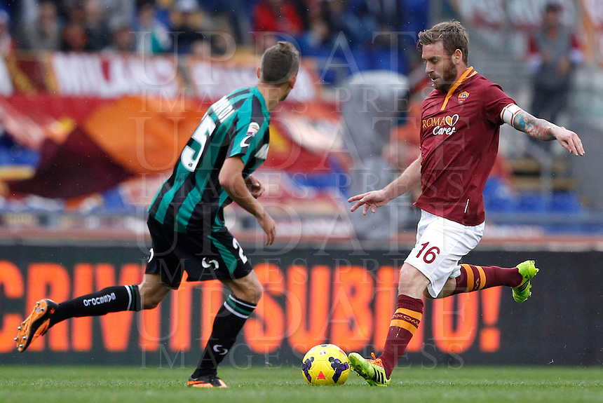 Calcio, Serie A: Roma vs Sassuolo. Roma, stadio Olimpico, 10 novembre 2013.<br /> AS Roma midfielder Daniele De Rossi is challenged by Sassuolo forward Domenico Berardi, left, during the Italian Serie A football match between AS Roma and Sassuolo at Rome's Olympic stadium, 10 November 2013. <br /> UPDATE IMAGES PRESS/Isabella Bonotto