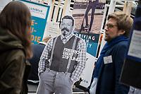"""11. re:publica-Konferenz in Berlin<br /> Vom 8. bis 10. Mai 2017 findet in Berlin die elfte re:publica-Konferenz in Berlin unter dem Motto """"Love Out Loud"""" statt. Die Veranstalter wollen mit dem Motto """"Love Out Loud!"""" (LOL fuer positiv Denkende) ein """"Zeichen fuer Engagement und Emanzipation in der digitalen Gesellschaft setzen"""".<br /> Die Konferenz zum Thema Internet und digitale Gesellschaft bietet auf bis zu 18 Buehnen parallel mehr als 500 Stunden Programm. Ein guter Teil davon dreht sich um netzpolitische Fragestellungen aller Art. Erwartet werden ca. 8.000 Veranstaltungsteilnehmer.<br /> Im Bild: Der Stand der Friedrich Ebert-Stiftung.<br /> 8.5.2017, Berlin<br /> Copyright: Christian-Ditsch.de<br /> [Inhaltsveraendernde Manipulation des Fotos nur nach ausdruecklicher Genehmigung des Fotografen. Vereinbarungen ueber Abtretung von Persoenlichkeitsrechten/Model Release der abgebildeten Person/Personen liegen nicht vor. NO MODEL RELEASE! Nur fuer Redaktionelle Zwecke. Don't publish without copyright Christian-Ditsch.de, Veroeffentlichung nur mit Fotografennennung, sowie gegen Honorar, MwSt. und Beleg. Konto: I N G - D i B a, IBAN DE58500105175400192269, BIC INGDDEFFXXX, Kontakt: post@christian-ditsch.de<br /> Bei der Bearbeitung der Dateiinformationen darf die Urheberkennzeichnung in den EXIF- und  IPTC-Daten nicht entfernt werden, diese sind in digitalen Medien nach §95c UrhG rechtlich geschuetzt. Der Urhebervermerk wird gemaess §13 UrhG verlangt.]"""