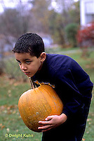 HS24-212z  Pumpkin - child with pumpkin