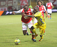 BOGOTA -COLOMBIA- 26 -10--2013. Juan Caicedo (Izq)  de Independiente Santa Fe disputa el balon contra Fausto Obeso (Der) del Deportivo Pasto, encuentro de la fecha dieciseisava de la  Liga Postobon segundo semestre jugado en el estadio de Techo  / Juan Caicedo (L) of Independiente Santa Fe dispute the ball against Fausto Obeso (R) of Deportivo Pasto, date sixteenth meeting of the Postobon  League second half played in the stadium Techo .Photo: VizzorImage / Felipe Caicedol / Staff