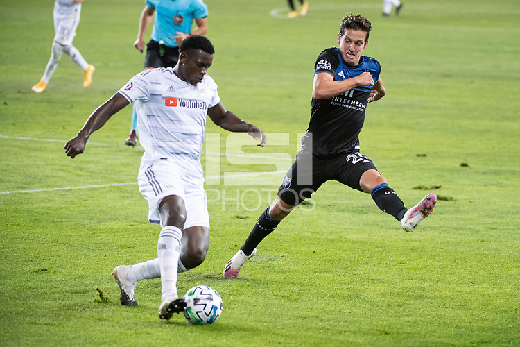 SAN JOSE, CA - NOVEMBER 04: Jesus David Murillo #94 of the Los Angeles FC is challenged by Carlos Fierro #21 of the San Jose Earthquakes during a game between Los Angeles FC and San Jose Earthquakes at Earthquakes Stadium on November 04, 2020 in San Jose, California.