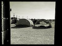 Fluechtlingscamp Arin Mirxan nahe der Ortschaft Suruc im tuerkischen Grenzgebiet zu Syrien. Hier leben ca. 250 Menschen, die vor dem Krieg des IS gegen die Kurden in dem Kurdengebiet Rojava von Syrien aus in die Tuerkei geflohen sind.<br /> 11.10.2015, Suruc/Tuerkei<br /> Copyright: Christian-Ditsch.de<br /> [Inhaltsveraendernde Manipulation des Fotos nur nach ausdruecklicher Genehmigung des Fotografen. Vereinbarungen ueber Abtretung von Persoenlichkeitsrechten/Model Release der abgebildeten Person/Personen liegen nicht vor. NO MODEL RELEASE! Nur fuer Redaktionelle Zwecke. Don't publish without copyright Christian-Ditsch.de, Veroeffentlichung nur mit Fotografennennung, sowie gegen Honorar, MwSt. und Beleg. Konto: I N G - D i B a, IBAN DE58500105175400192269, BIC INGDDEFFXXX, Kontakt: post@christian-ditsch.de<br /> Bei der Bearbeitung der Dateiinformationen darf die Urheberkennzeichnung in den EXIF- und  IPTC-Daten nicht entfernt werden, diese sind in digitalen Medien nach §95c UrhG rechtlich geschuetzt. Der Urhebervermerk wird gemaess §13 UrhG verlangt.]
