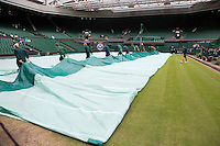 29-06-12, England, London, Tennis , Wimbledon, uncovering Centercourt