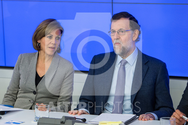Spain's Maria Dolores de Cospedal (L) and  Prime Minister, Mariano Rajoy (C) presides the Popular Party's national executive committee in Madrid, Spain. January  14, 2017. (ALTERPHOTOS/Rodrigo Jimenez)