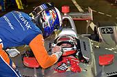 Scott Dixon, Chip Ganassi Racing Honda congratulates Will Power, Team Penske Chevrolet on the win
