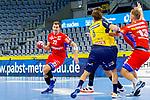 Jona Schoch (HBW Balingen-Weilstetten Nr.22) setzt zum Torschuss an, am Kreis Fabian Wiederstein (HBW Balingen-Weilstetten Nr.13) in der Abwehr Uwe Gensheimer (Rhein Neckar Löwen Nr.3)  und Mait Patrail (Rhein Neckar Löwen Nr.9) - beim Bundesligaspiel: Rhein Neckar Loewen gegen HBW Balingen Weilstetten am 01.11.2020 in der SAP-Arena in Mannheim<br /> <br /> Foto © PIX-Sportfotos *** Foto ist honorarpflichtig! *** Auf Anfrage in hoeherer Qualitaet/Aufloesung. Belegexemplar erbeten. Veroeffentlichung ausschliesslich fuer journalistisch-publizistische Zwecke. For editorial use only.