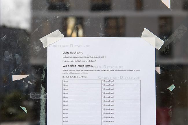 Um sich waehrend der Corona-Krise gegenseitig zu unterstuetzen - z.B. Einkaeufe fuer kranke, alte Menschen oder Personen die unter Quarantaene stehen erledigen, Kinder betreuen da Schulen und Kindergaerten geschlossen sind - bilden sich in vielen Staedten Nachbarschaftskomitees. Sie koordinieren sich ueber sogenannte Messengerdienste.<br /> Im Bild: Eine Liste fuer potentielle Helferinnen und Helfer.<br /> 15.3.2020, Berlin<br /> Copyright: Christian-Ditsch.de<br /> [NUR FUER REDAKTIONELLE ZWECKE! Werbung nur auf Anfrage beim Fotografen. Inhaltsveraendernde Manipulation des Fotos nur nach ausdruecklicher Genehmigung des Fotografen. Vereinbarungen ueber Abtretung von Persoenlichkeitsrechten/Model Release der abgebildeten Person/Personen liegen nicht vor. NO MODEL RELEASE! Don't publish without copyright Christian-Ditsch.de, Veroeffentlichung nur mit Fotografennennung, sowie gegen Honorar, MwSt. und Beleg. Konto: I N G - D i B a, IBAN DE58500105175400192269, BIC INGDDEFFXXX, Kontakt: post@christian-ditsch.de<br /> Bei der Bearbeitung der Dateiinformationen darf die Urheberkennzeichnung in den EXIF- und  IPTC-Daten nicht entfernt werden, diese sind in digitalen Medien nach §95c UrhG rechtlich geschuetzt. Der Urhebervermerk wird gemaess §13 UrhG verlangt.]