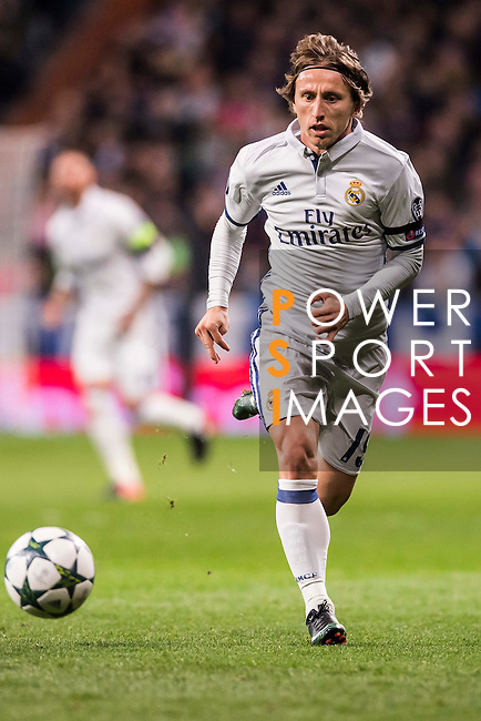 Luka Modric of Real Madrid in action during the 2016-17 UEFA Champions League match between Real Madrid and Borussia Dortmund at the Santiago Bernabeu Stadium on 07 December 2016 in Madrid, Spain. Photo by Diego Gonzalez Souto / Power Sport Images