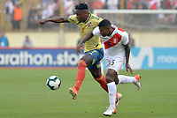 LIMA,PERÚ,09-06-2019:Duván Zapata jugador de Colombia disputa el balón Miguel Araujo jugador del Perú durante   partido amistoso de preparación para la Copa América de Brasil 2019 jugado en el estadio Monumental de Lima la ciudad de Lima./Duván Zapata  player of Colombia fights the ball against of Miguel Araujo player of Peru team during a friendly match in preparation for the 2019 Copa América of Brazil played at Lima's Monumental Stadium in Lima. Photo: VizzorImage / Cristian Alvarez / FCF