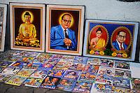 INDIA Maharashtra, Nagpur, images of Dr. Bhimrao Ramji Ambedkar , dalit leader, who converted to buddhism in 1956 / INDIEN Maharashtra, Nagpur, Bildnisse von Dr. Bhimrao Ramji Ambedkar, indischer Rechtsanwalt, Politiker, Sozialreformer und Fuehrer der Dalits , am 14. Oktober 1956 trat Ambedkar in Nagpur gemeinsam mit ca. 388.000 Dalits zum Buddhismus ueber
