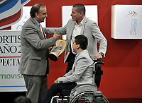 BOGOTÁ - COLOMBIA, 03-12-2018: Fidel Cano Correa, entrega el premio Juego Limpio a Óscar y Luis David Caro, durante en ceremonia de premiación del Deportista del Año El Espectador 2018, realizada en el Ecosistema Empresarial Coneccta, en la ciudad de Bogotá. / Fidel Cano Correa, delivers the Fair Play award to Oscar and Luis David Caro, during the award ceremony of the Sportsman of the Year El Espectador 2018, in a ceremony held in the Coneccta Business Ecosystem, in the city of Bogota. Photo: VizzorImage /Luis Ramírez / Cont.