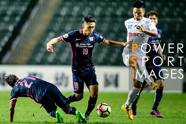 FC Kitchee midfielder Yang Huang (c) fights for the ball with FC Hanoi Forward Trinh Duy Long (r) during the AFC Champions League 2017 Preliminary Stage match between  Kitchee SC (HKG) vs Hanoi FC (VIE) at the Hong Kong Stadium on 25 January 2017 in Hong Kong, Hong Kong. Photo by Marcio Rodrigo Machado/Power Sport Images